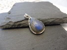 Kék labradorit csepp sterling ezüst medál - Mithrillion Elegancia