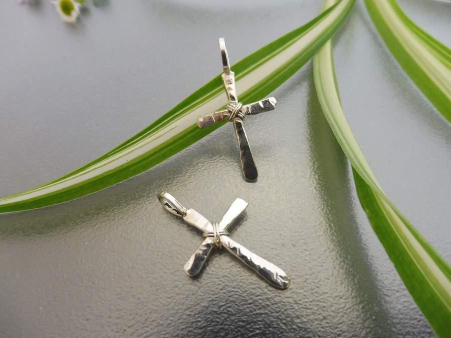 Ezüst Kereszt - rusztikus kovácsolt ezüst medál - Mithrillion Hagyomány